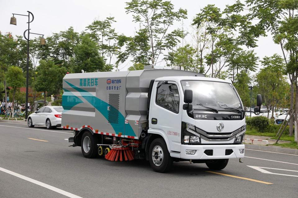 东风D6洗扫车CLW5070TXS